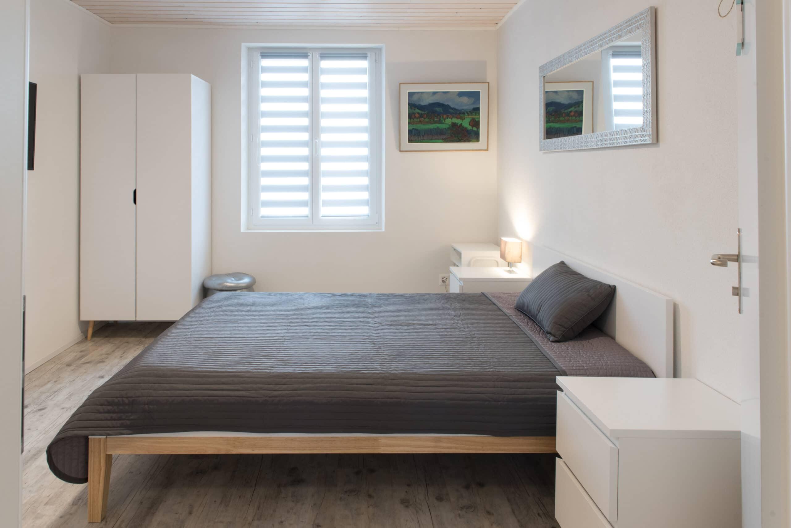 Doppelzimmer mit Lavabo und Gemeinschaftsbad